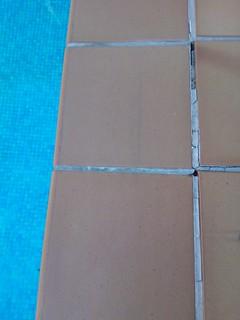 Grieta pavimento piscina