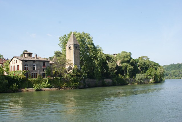 Ile Barbe sur la Saône, lieu de légende au nord de Lyon