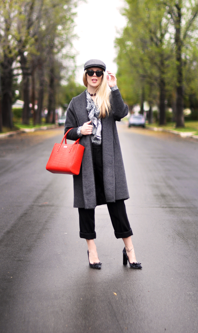 newsboy cap - gray and black and  red tote bag