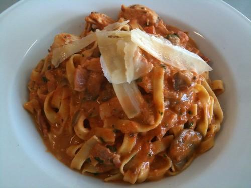 Fettucine Al Pollo ($11.90)