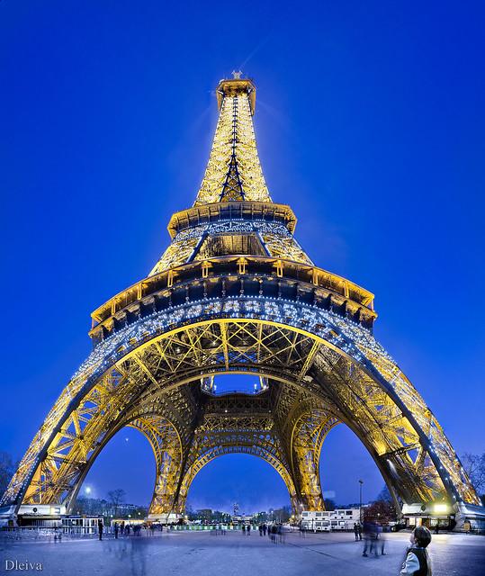 Torre Eiffel desde la base (Paris)