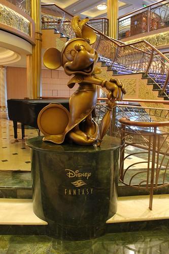 Disney Fantasy Atrium Minnie Mouse statue