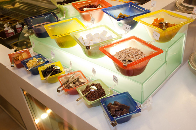 Swensen - Ice Cream Dressing Station