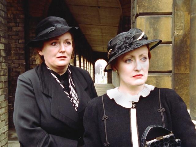 Poirot_MsLemon_HickoryDickory_black