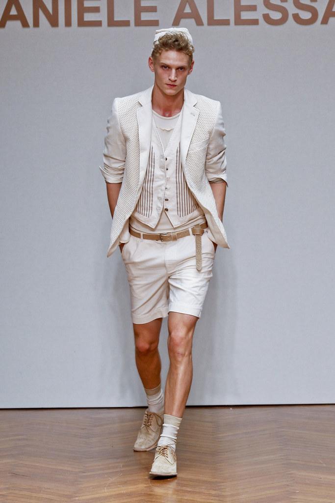Alexander Johansson3492_SS13 Milan Daniele Alessandrini(fashionising.com)