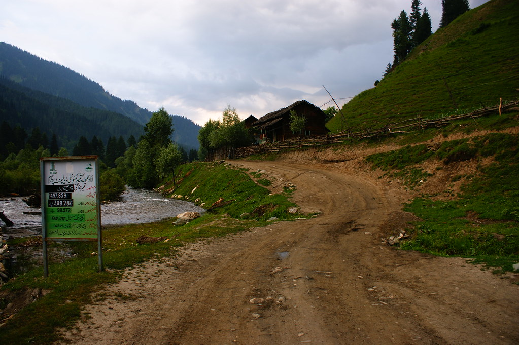 """MJC Summer 2012 Excursion to Neelum Valley with the great """"LIBRA"""" and Co - 7607683448 7df2d2ac97 b"""