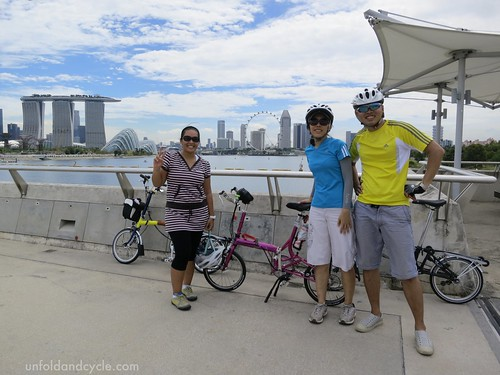 Marina Barrage bridge