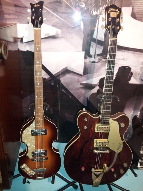 Photo:Hofner bass & Gretsch guitar By doryfour
