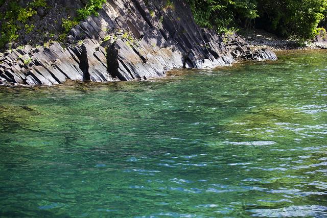 深緑の支笏湖