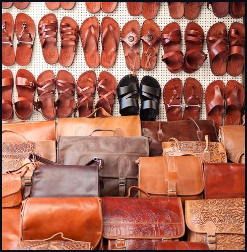 schoenen en tassen by hans van egdom