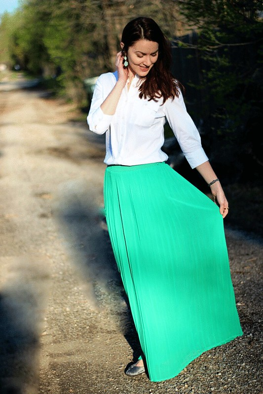 green-maxi-skirt-white-buttondown4