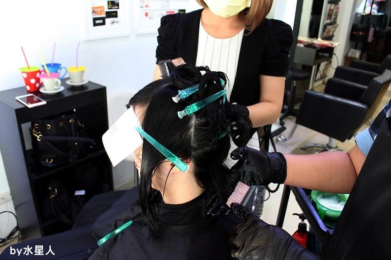 27841433482 f3d69f94f6 b - 熱血採訪。台中北區【YORK Salon】人生中第一次染髮記錄,剪燙染護一次完成!