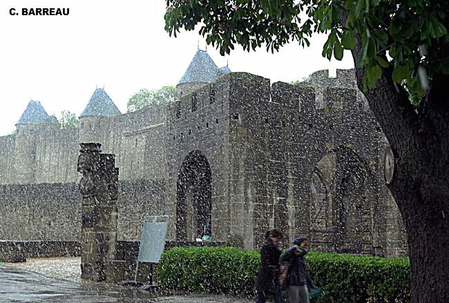 neige tardive sur la cité de Carcassonne le 4 mai 2010 météopassion