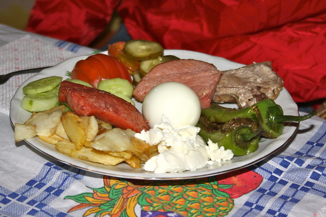 Dinner for guests in summertime tropoja albania for Albanian cuisine