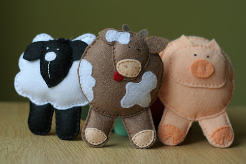 Farm animals: Sheep, Cow and Pig. Hand stiched toys. Pure wool felt. Eco-friendly.