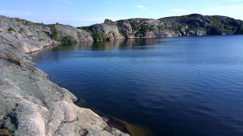 summer lake rock mobile suomi finland europe kallio cellphone eu scandinavia archipelago kesä järvi björkö saaristo saaristomeri insjön pureview nokia808