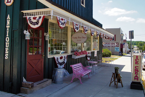 Antique shop at Poy Sippi, Wisconsin