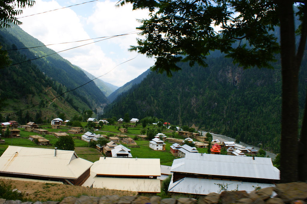 """MJC Summer 2012 Excursion to Neelum Valley with the great """"LIBRA"""" and Co - 7635537244 b725d86b04 b"""