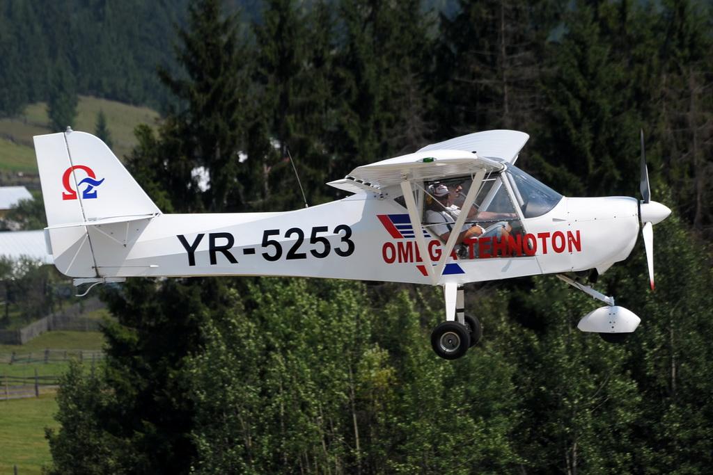Fly-in @ Floreni - Mitingul cailor putere - Poze 7677964918_335aeb6c50_o
