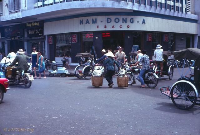 Saigon 1969 - Ngã ba Nguyễn Huệ - Nguyễn Thiệp. Photo by Wayne Trucke