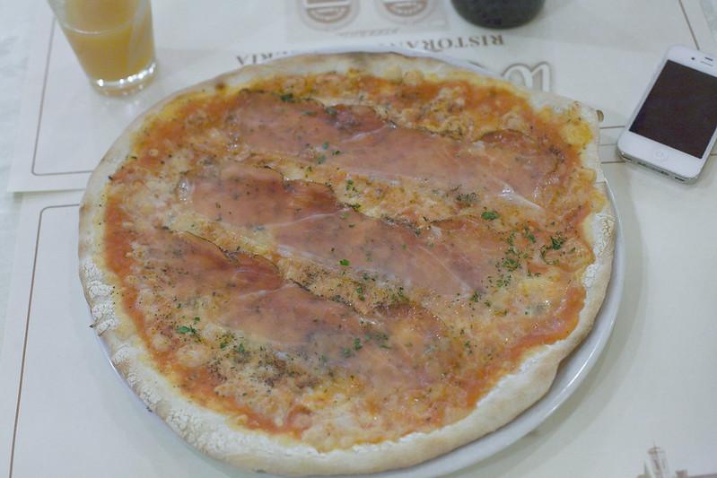Пицца в одно лицо