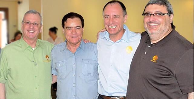 dr. Keith Danby (Biblica International), rev. Rocco Digilio Filho (CED-SP), Mario Barbosa (Biblica Brasil) e dr. Esteban Fernández (Biblica Latino-América).