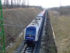 Jön a vonat az ötvösi út felüljárója felé
