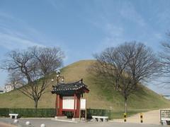 2012-1-korea-194-gyeongju-tumuli