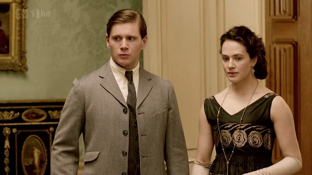DowntonAbbeyS02E08_BransonSybil_blackgoldforal