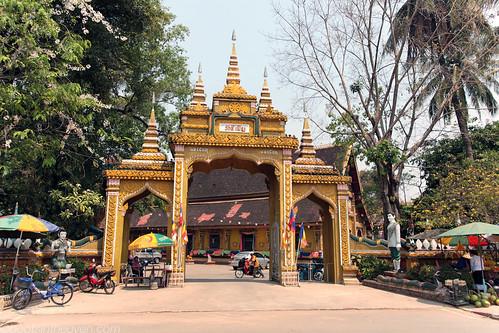 Wat Si Muang entrance