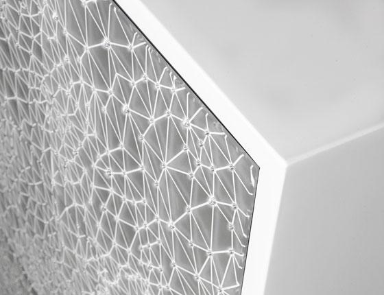 שידה משובצת אבני סברובסקי, עיצוב: גיורא אלקסלסי למטבחי רגבה