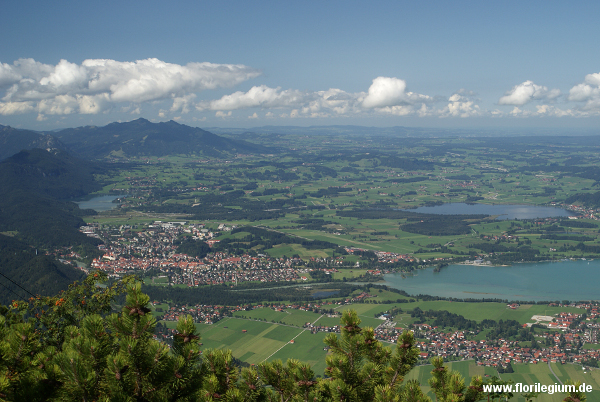 Blick vom Tegelberg auf Füssen, Forggensee und Hopfensee Richtung Allgäu
