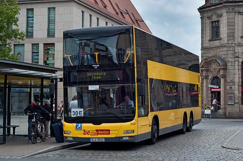Der nördliche Endpunkt der Linie ist der Hugenottenplatz in Erlangen, unweit vom Bahnhof