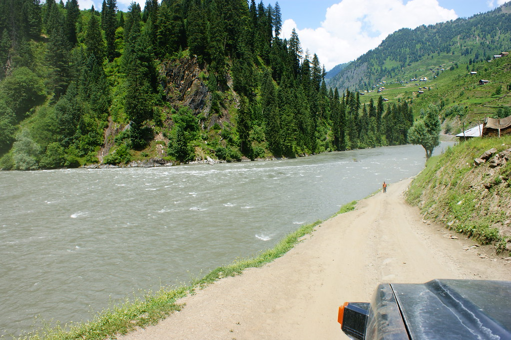 """MJC Summer 2012 Excursion to Neelum Valley with the great """"LIBRA"""" and Co - 7608674440 fa9447f0d8 b"""