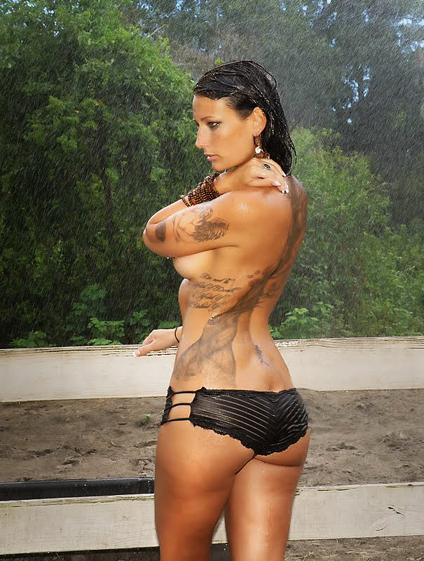 Sarah sexy nude tattoo photos think