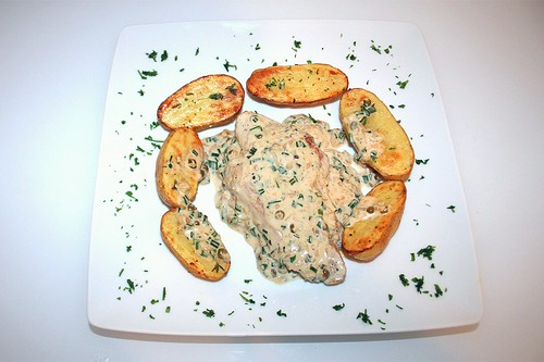 40 - Puten-Pfeffersteak mit Thymiankartoffeln / Turkey pepper steak with thyme potatoes - Serviert