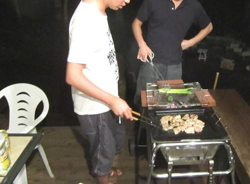 兄弟で焼くバーベキュー 2012年8月13日 by Poran111
