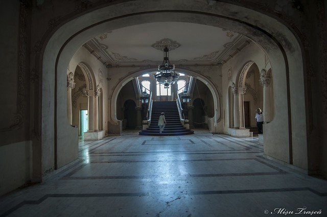 hol / hallway