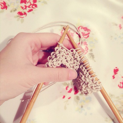 Linna Li & a pair of chopsticks to knit*