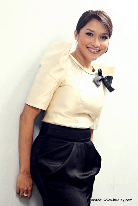 Ziana Zain ... turun padang meriahkan Karnival Bakat My Gempak 2012