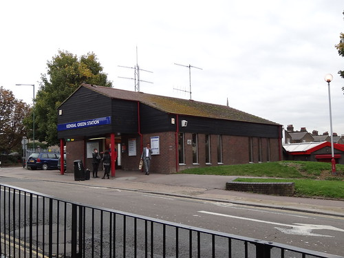 Kensal Green Station side view