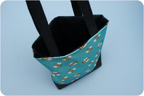 Buzzy Bee-cat bag