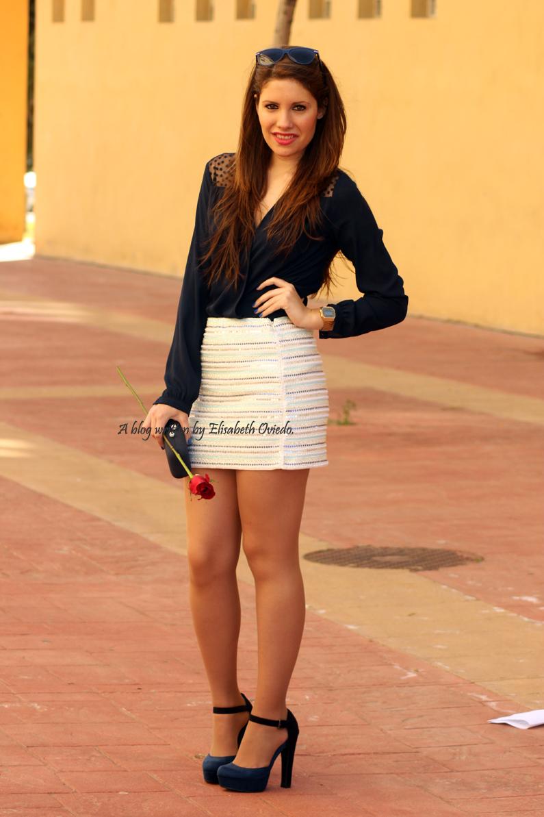 falda-blanca-con-lentejuelas-y-blusa-azul-HEELSANDROSES-(3)