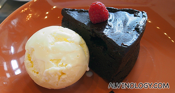 Flourless Chocolate Cake with Vanilla ice cream (S$8)