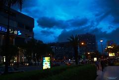 A la izquierda vista de Blue Mall, al frente Av. Winston Churchill, y a la derecha al fondo Acropolis Centro Comercial y torre City en Santo Domingo, República Dominicana.