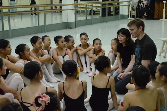 The Royal Ballet's David Pickering runs a workshop with schoolchildren as part of the Company's tour to Japan