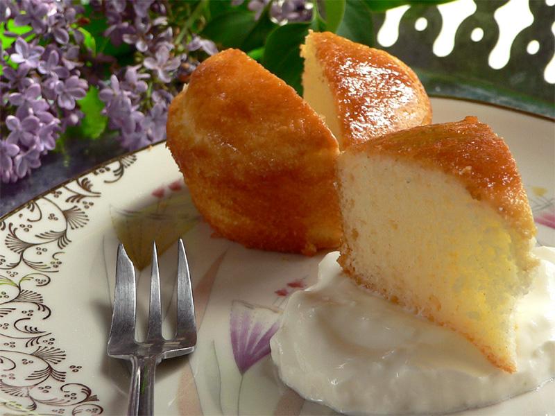 Kleine Joghurtkuchen mit Zitronen-Ingwer-Sirup