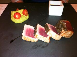 Lomos de atun rojo con pimienta
