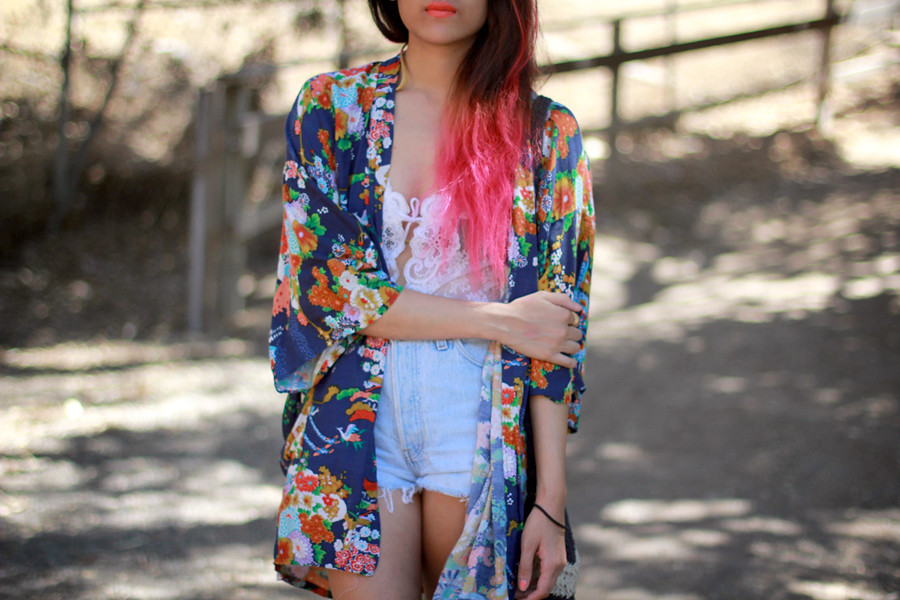 Kimono, vintage lace bodysuit, vintage high waist denim shorts, Asos flat round sunglasses, MAC Morange lipstick
