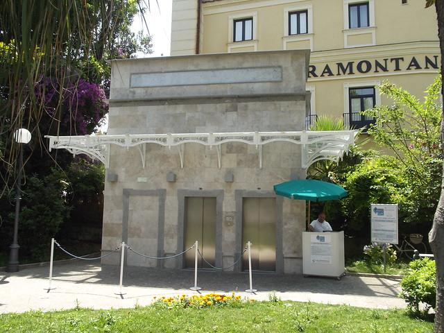Take Lift Villa Comunale Marina Grande